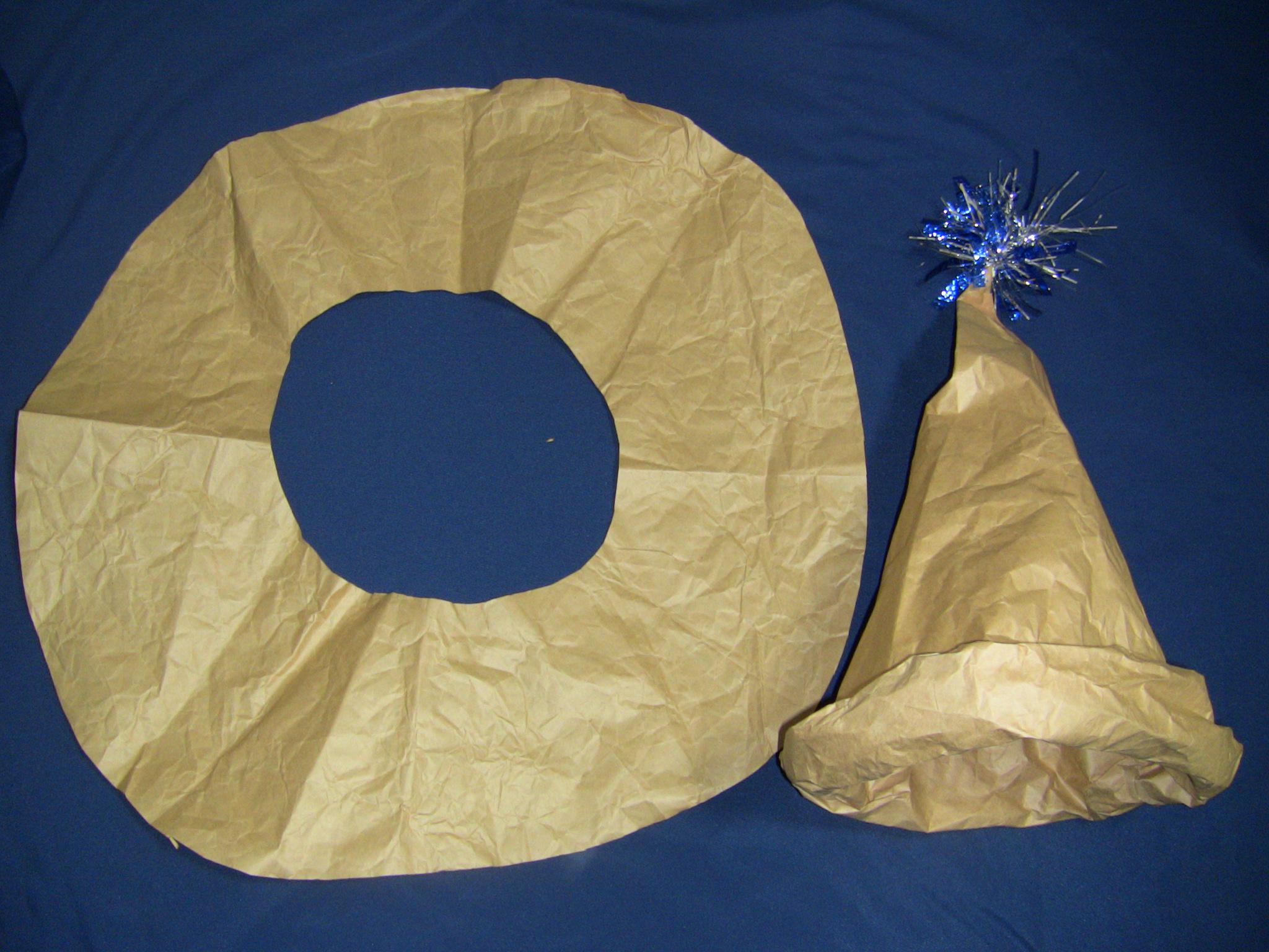 クラフト紙で魔法使い帽子つばを付ける完成