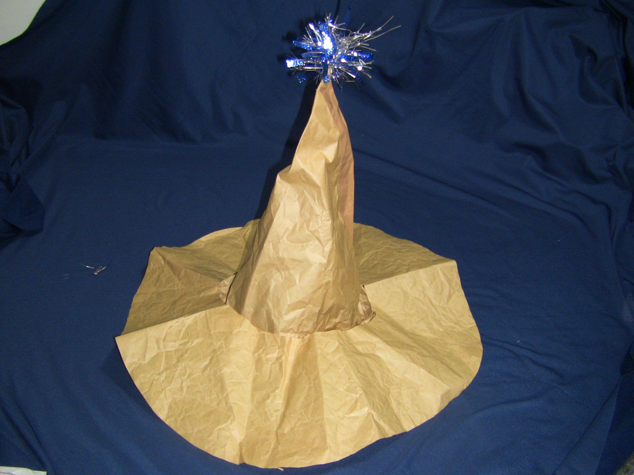 クラフト紙で魔法使い帽子つば付完成