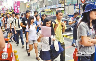 台湾歴史教科書問題 高校生デモ_convert_20150606150251