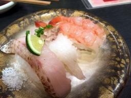 お塩で食べるお寿司ってのも中々・・・