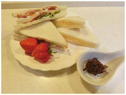 ベーコンレタストマトと卵サンド