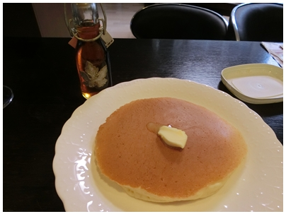ホットケーキとメイプルシロップ