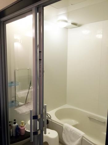 ガラスのバスルーム