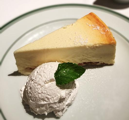 ニューヨークチーズケーキがでかい!
