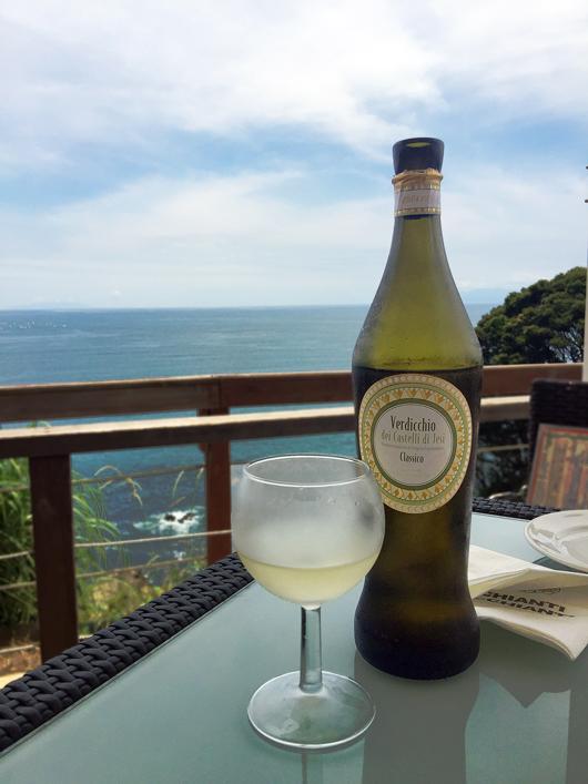 キリっと冷えた白ワイン
