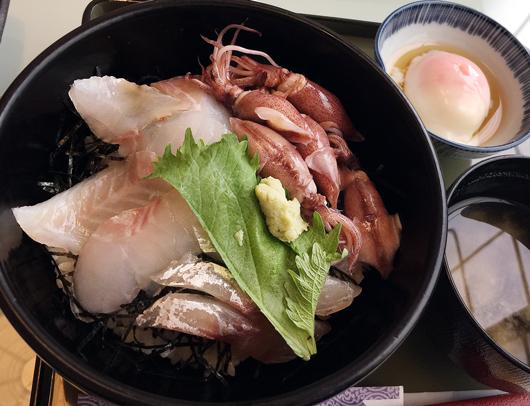 朝の海鮮丼