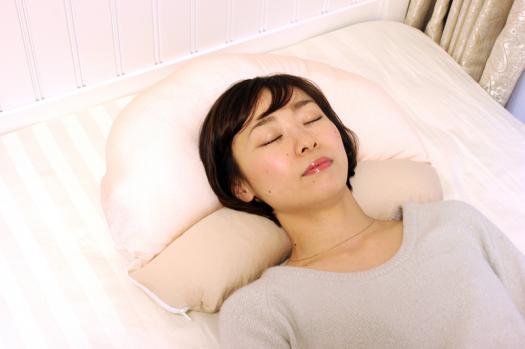 「癒されネックフィット枕」