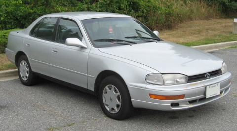 1280px-1992-1994_Toyota_Camry_Sedan_convert_20150628185111.jpg