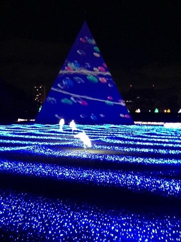 ⑤ ピラミッド型のオブジェ