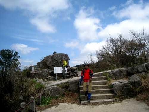 IMG_4256宝満山に到着、穏やか日差しの下ランチタイム