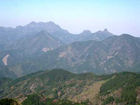IMG_4441山頂から英彦山系が一望できます