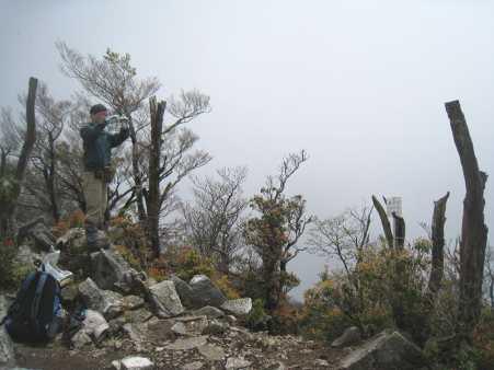 IMG_46671人の登山者です、矢立峠からのようです、眼前に大崩山隗が見えるはずですが・・・・・