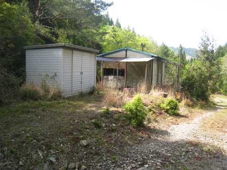 IMG_4733西ルート前にあるプレハブ小屋です