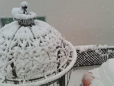 ガゼボの雪