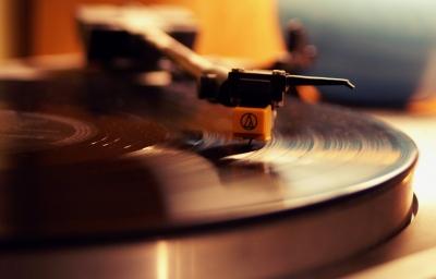 アナログレコード ターンテーブル