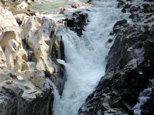 N5980渓流瀑