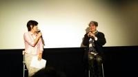 安藤紘平さん(右)