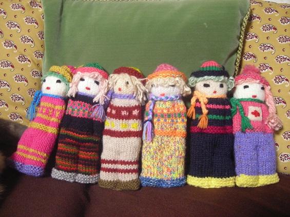 おばあちゃん手編みのお人形たち