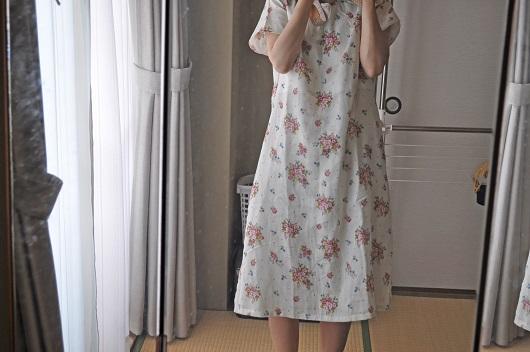 ダブルガーゼのお花柄ワンピース