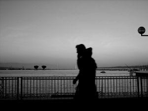 孤独 徒歩 夕暮れ