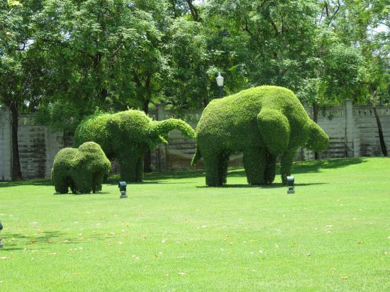 バンパイン宮殿⑥~緑の像