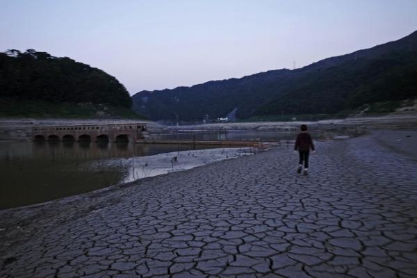 大荒沢ダム提体へ (600x400)