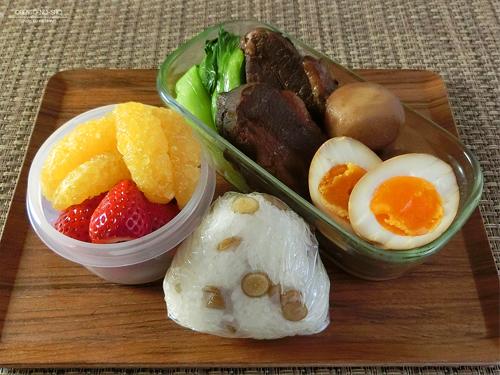 黒酢と八角の豚角煮弁当01