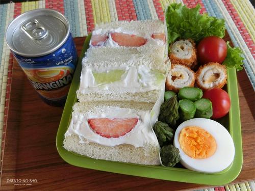 明太チーズの肉巻きフライ&フルーツサンド弁当01