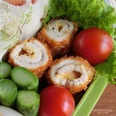 明太チーズの肉巻きフライ&フルーツサンド弁当02