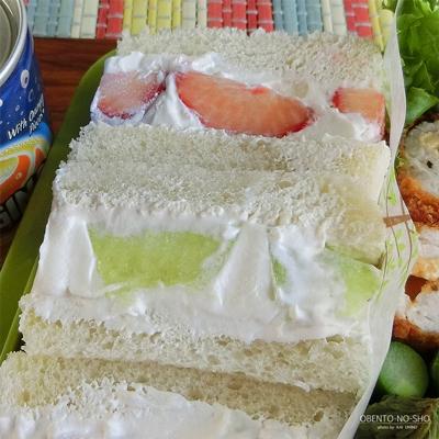 明太チーズの肉巻きフライ&フルーツサンド弁当03