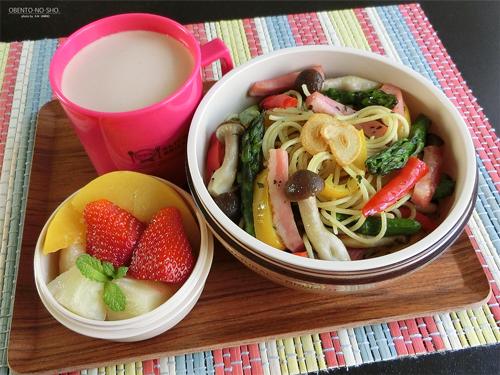 ベーコンと野菜のバジルパスタ弁当01