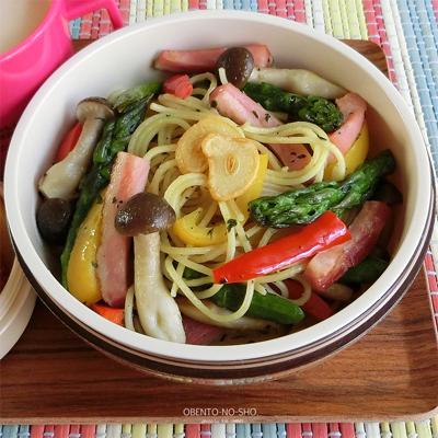 ベーコンと野菜のバジルパスタ弁当02