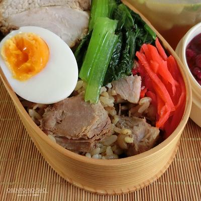 麦ご飯のチャーシュー丼弁当02