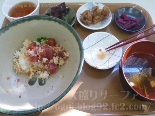 まぐろ丼屋浜町食堂で3色丼竜田揚げ唐揚げ025