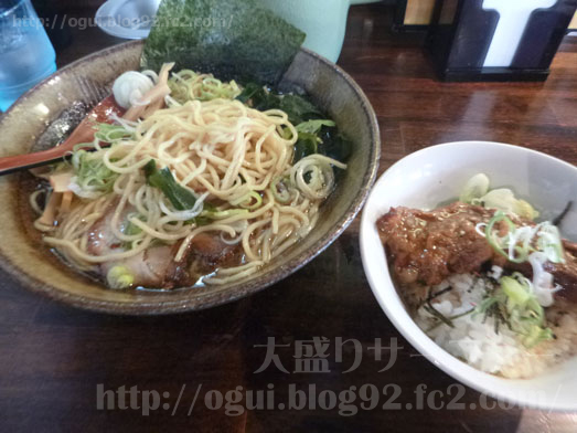 らーめん神月で麺の特盛り042