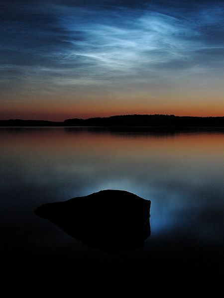 450px-Noctilucent_clouds_over_saimaa.jpg
