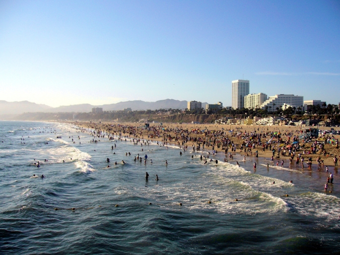 Santa_monica_beach_dehk.jpg