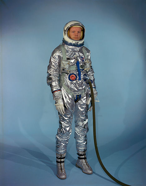 pub_nasa_Neil_Armstrong_in_Gemini_G-2C_training_suit.jpg