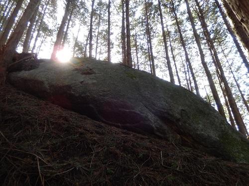 山添岩屋枡形途中の岩