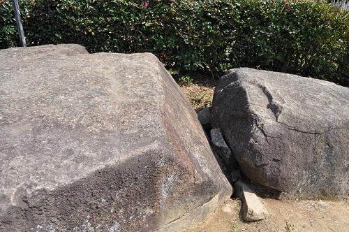 綾部山古墳上部の石