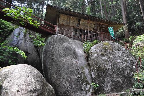 本殿巨石群4