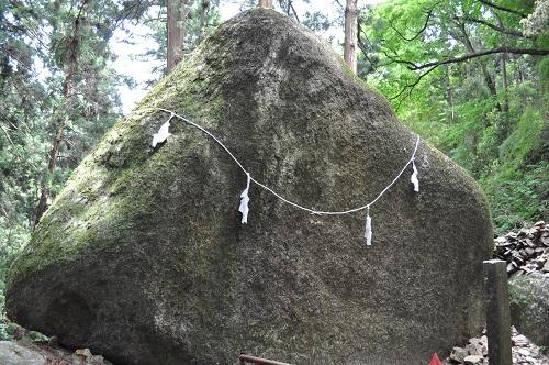 本殿巨石群10