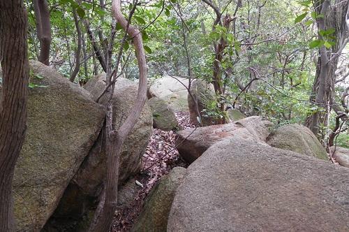 北の磐座周囲の石