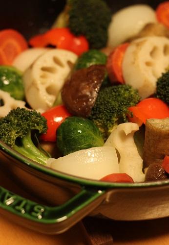 staubで蒸し野菜1