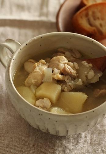 じゃが芋とチキンと押し麦のスープ煮1