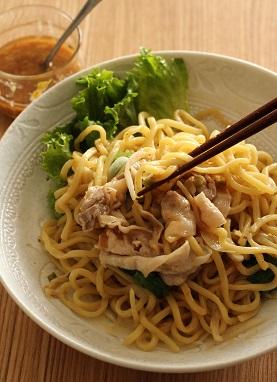 わさびドレッシングの温しゃぶ麺2