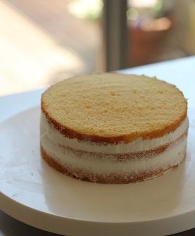 ショートケーキ製作中