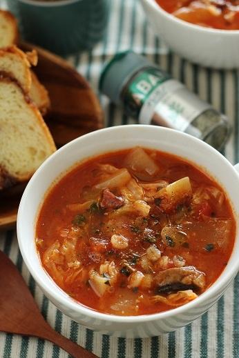 オレガノ風味新キャベツと新たまねぎのトマトスープ