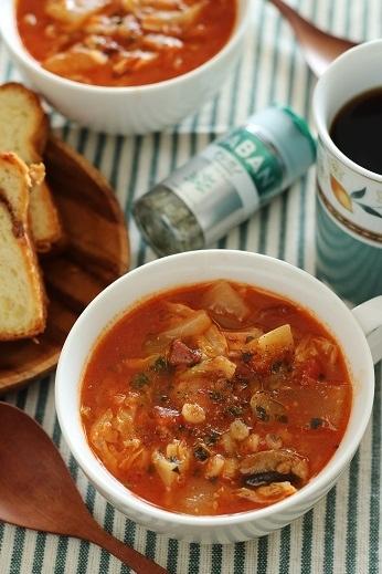 オレガノ風味新キャベツと新たまねぎのトマトスープ1