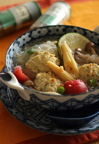 レモングラスで肉団子の春雨スープ1